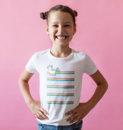 T-shirt pour Enfants Licorne Arc En Ciel de couleur Blanc