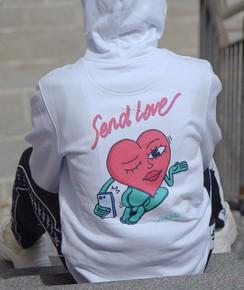 Hoodie Send Love à col rond par Hedi Baka